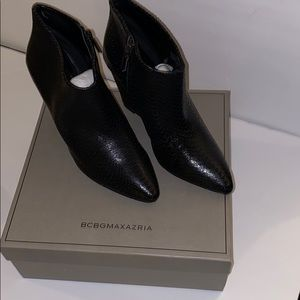 BCBGMAXAZRIA  ANKLE BOOTS/ BOOTIES
